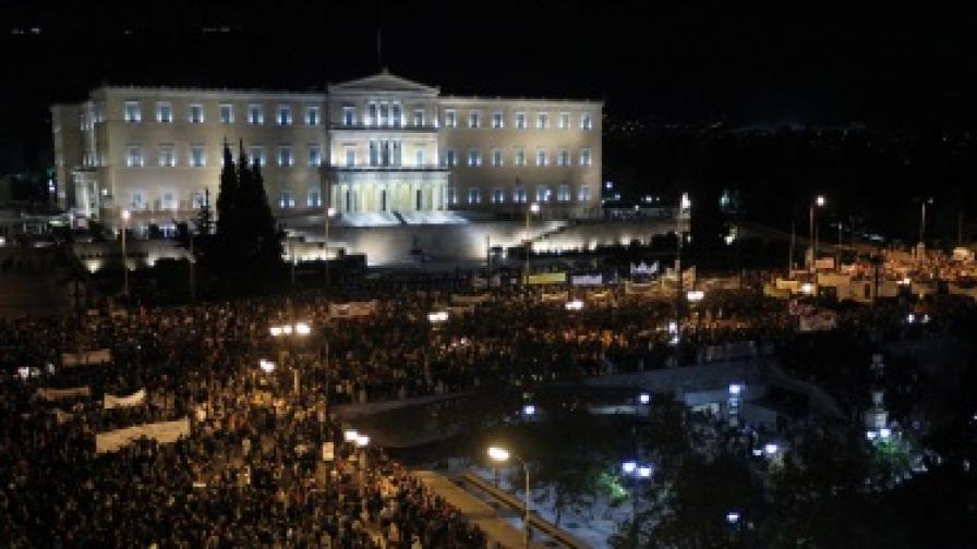 80 хиляди на протест пред гръцкия парламент