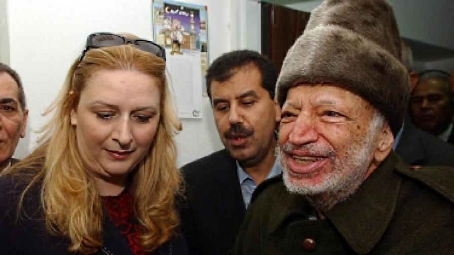 Ясер Арафат (вдясно) на 29 октомври 2004 г., две седмици преди смъртта му на 11 ноември