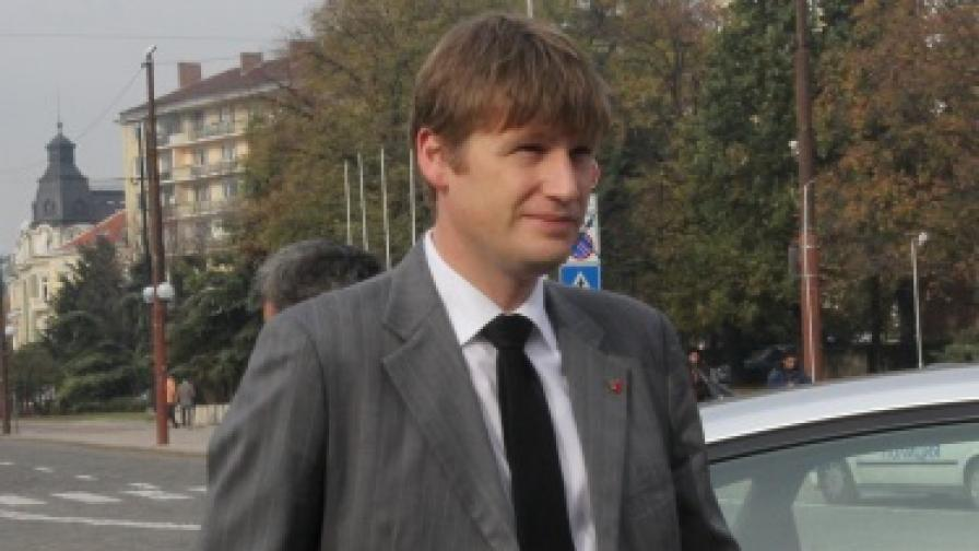 Посланик Джонатан Алън