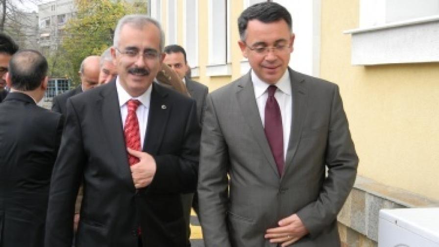 Новият валия на Одрин Хасан Дуруер пристигна на първа опознавателна визита в Кърджали днес и като нейна цел определи даването на сериозен тласък на инвестициите и туризма, както и сътрудничеството в предотвратяването на наводненията на турския град