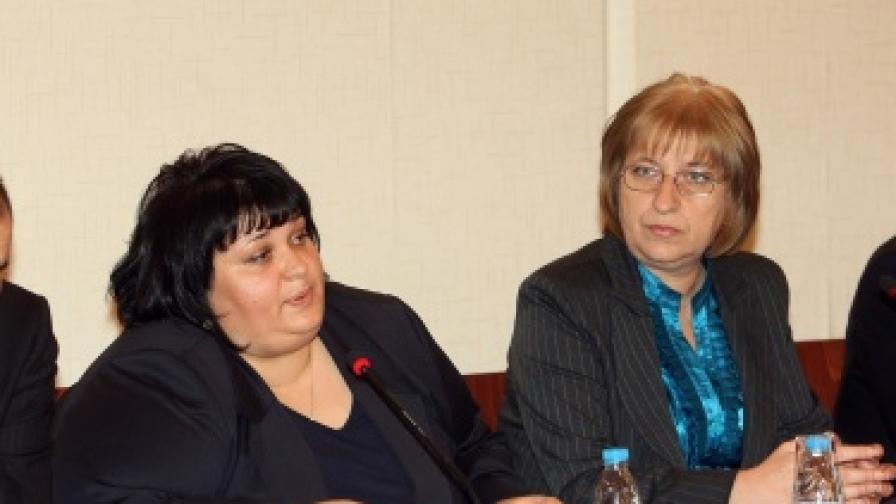 Цецка Цачева и Искра Фидосова