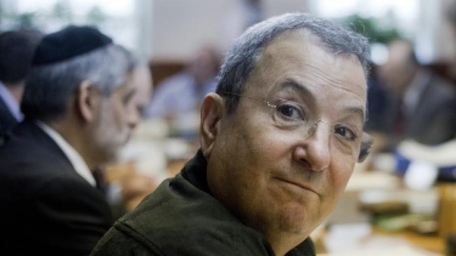 Израелският министър на отбраната Ехуд Барак обяви, че напуска политиката