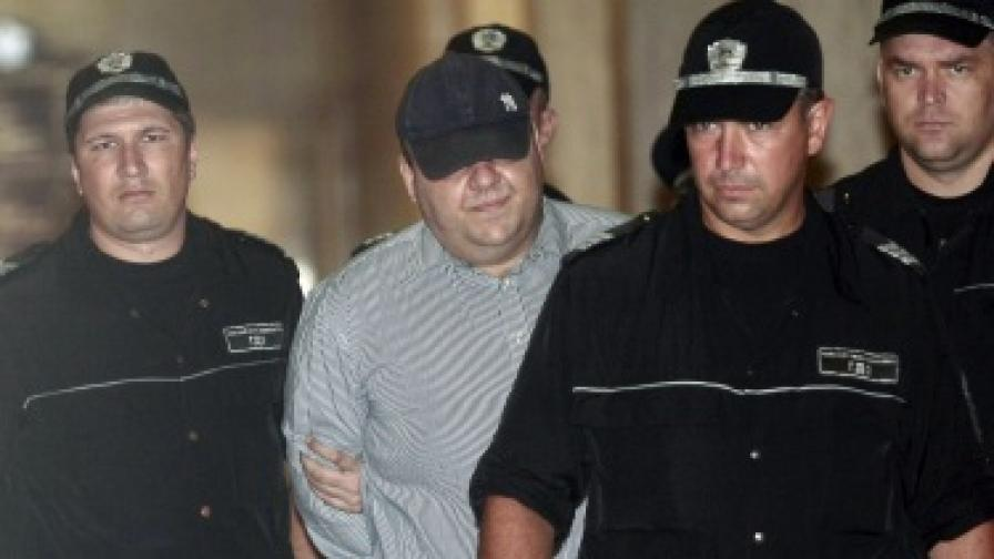 Николай Русинов при гледането на мярката му за неотклонение, 1 август 2012 г.
