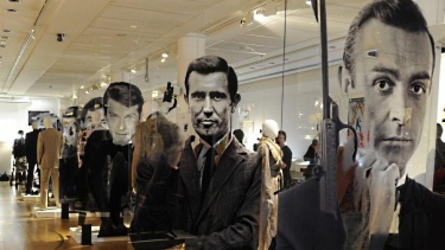 Една от изложбите в Лондон послучай 50-годишнината от първия филм за тайния агент