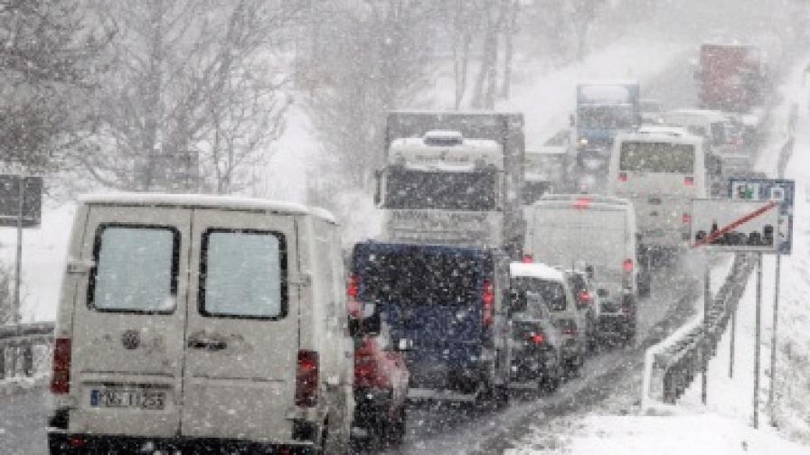 Шофьор на български камион, предизвикал задръстване в Сърбия, заплашен от сериозна глоба