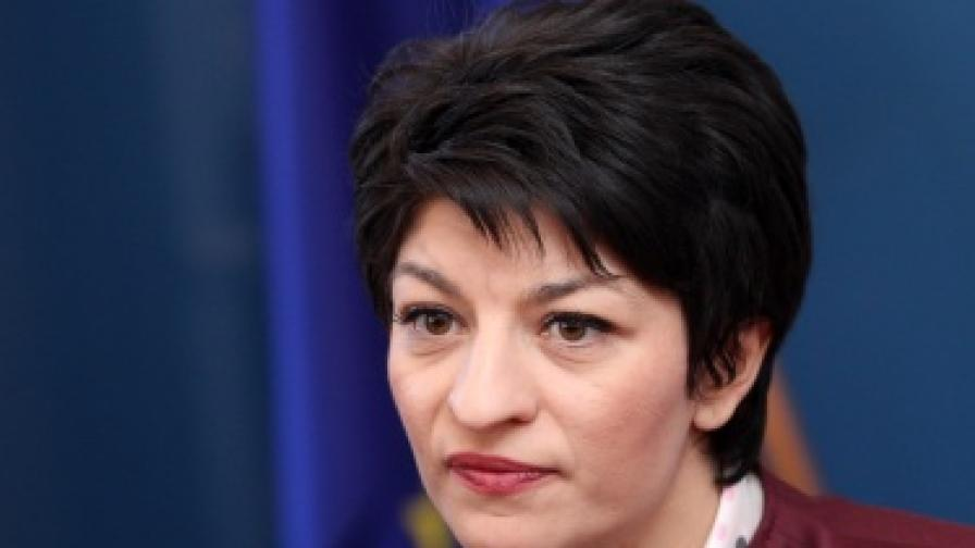 Атанасова: С Борисов няма да отстъпим за цигарите