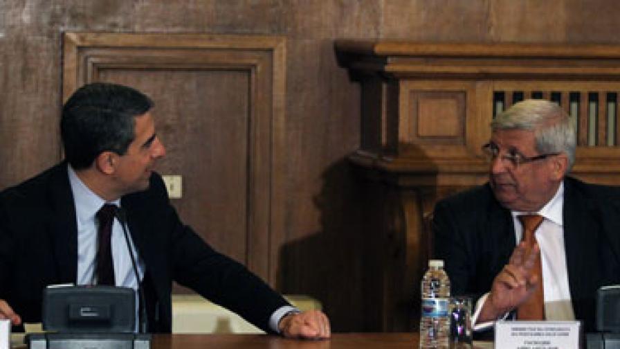 Разширен съвет по отбрана с участието на президента на Република България и върховен главнокомандващ на Въоръжените сили Росен Плевнелиев и Аню Ангелов министърът на отбраната се проведе днес, 18 декември, в Министерството на отбраната