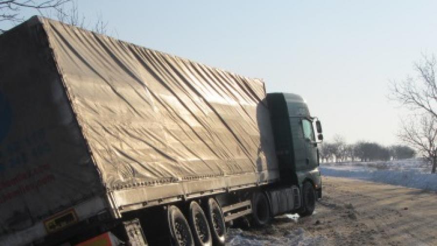 Пак сняг, от КАТ проверяват за зимни гуми