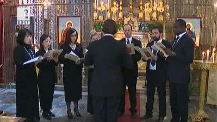 """Православни песнопения и български патриотични песни звучаха всяка неделя в центъра на Рим, в църквата """"Св.Св. Викентий и Анастасий"""" до фонтана """"Ди Треви"""""""