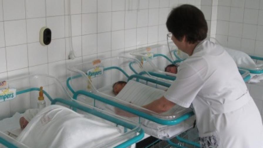 """Близо 600 бебета повече в """"Майчин дом"""" за 2012"""