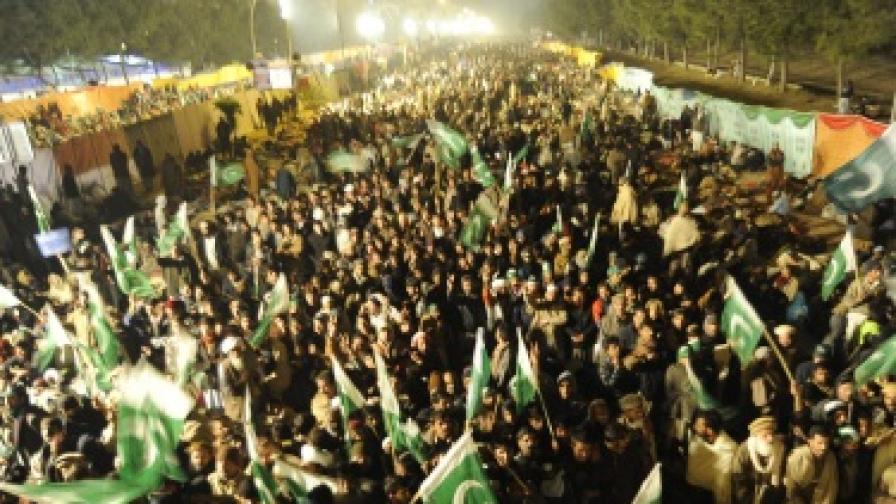 Хиляди протестират в Исламабад срещу властта