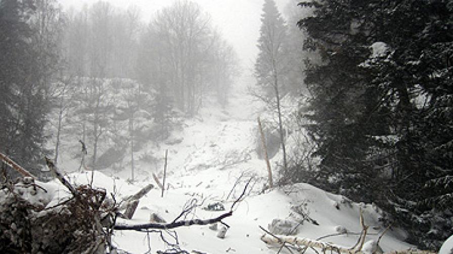 Лавина затрупа скиор на Боровец