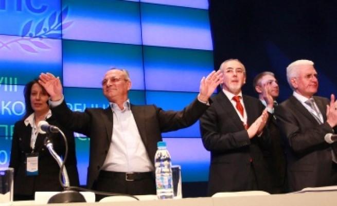 Ахмед Доган отново на трибуната в НДК, прочетоха оставката му