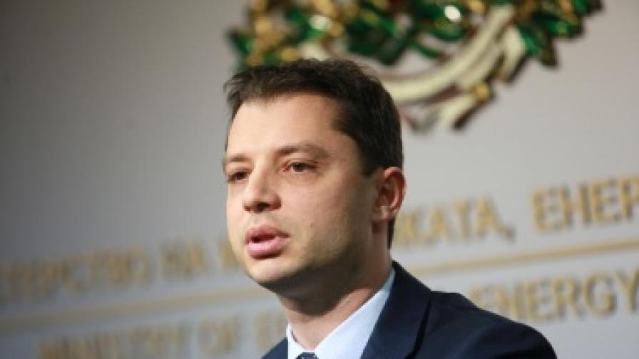 Добрев обвини ДКЕВР за делото, което ще заведе ЕК срещу България