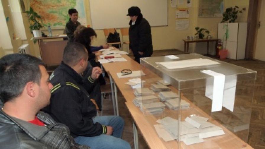 Референдумът: Секции отвориха по-късно заради снега