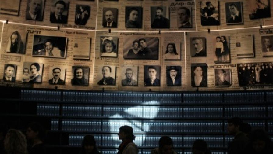 На 27 януари 2013 г. в Мемориалния музей на жертвите от Холокоста в Йерусалим