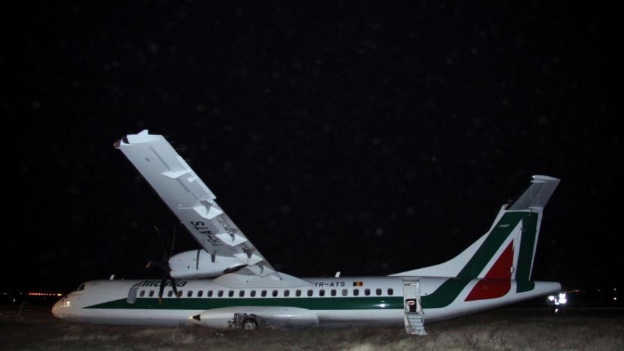 Самолет излезе от пистата в Рим заради силни ветрове