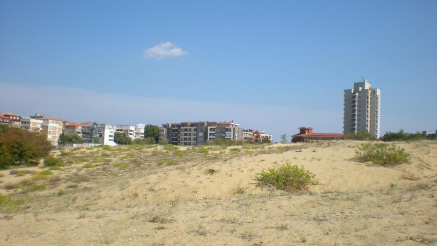 Кметът и главният архитект на Несебър обвиняеми за дюните
