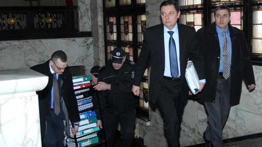 Яне Янев подаде сигнал срещу трима прокурори