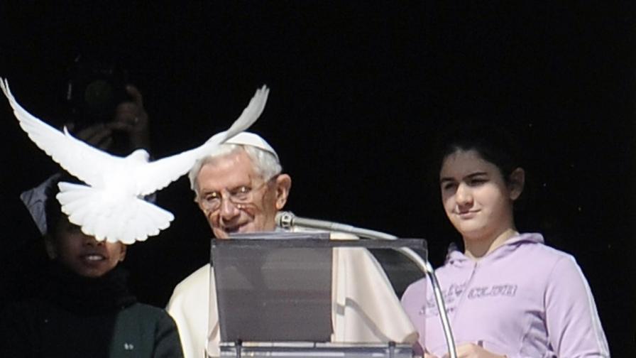 Проф. Градев: Бенедикт ХVІ задържа наследството на Йоан Павел ІІ с достойнство