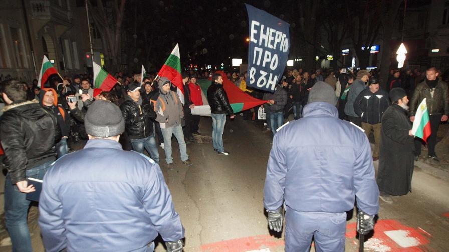 Четвърти ден протести срещу високите цени на тока