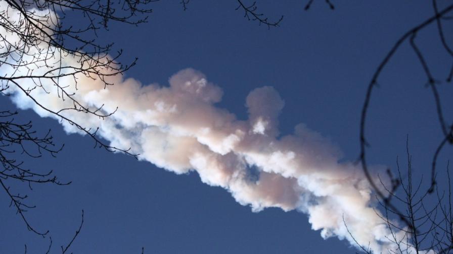Метеорит падна до Челябинск в Русия, около 1000 души са ранени