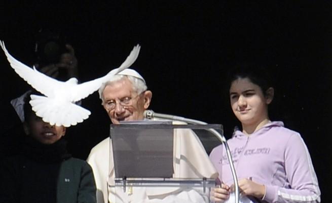 Пенсията на папа Бенедикт XVI ще бъде 2500 евро месечно