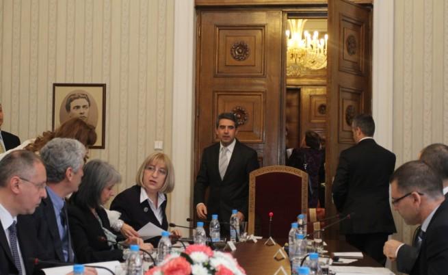 Плевнелиев: Изходът от кризата са предсрочни избори