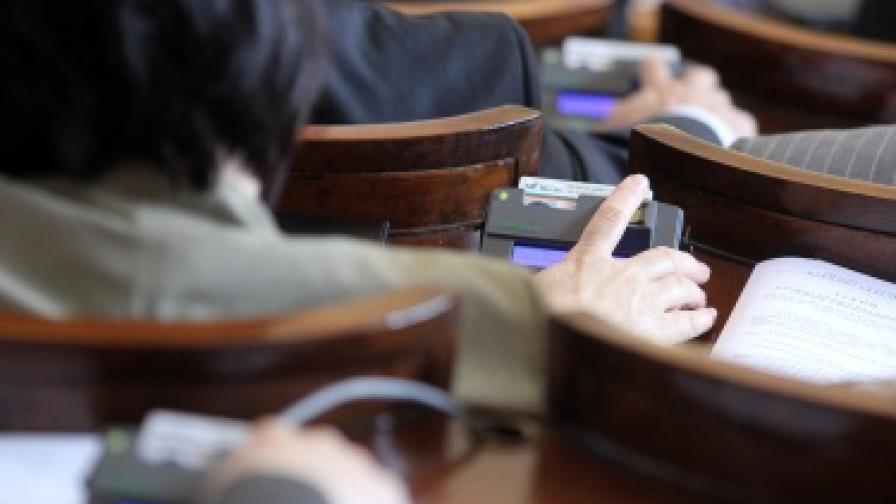 НС забрани на първо четене сключването на договори по телефона