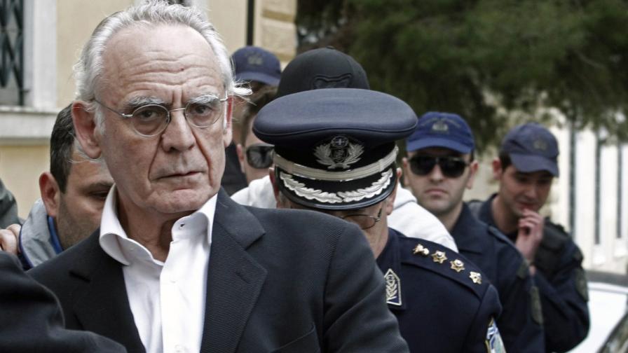 Бивш гръцки военен министър бе осъден за укриване на доходи