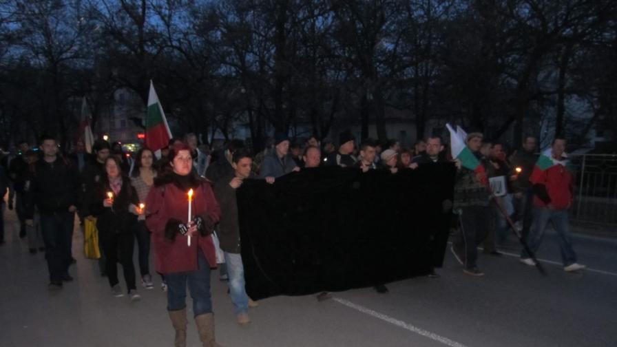 Протестните шествия почетоха паметта на Пламен