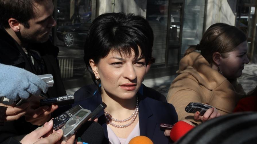 Министър Атанасова очаква лекарствата да поевтинеят