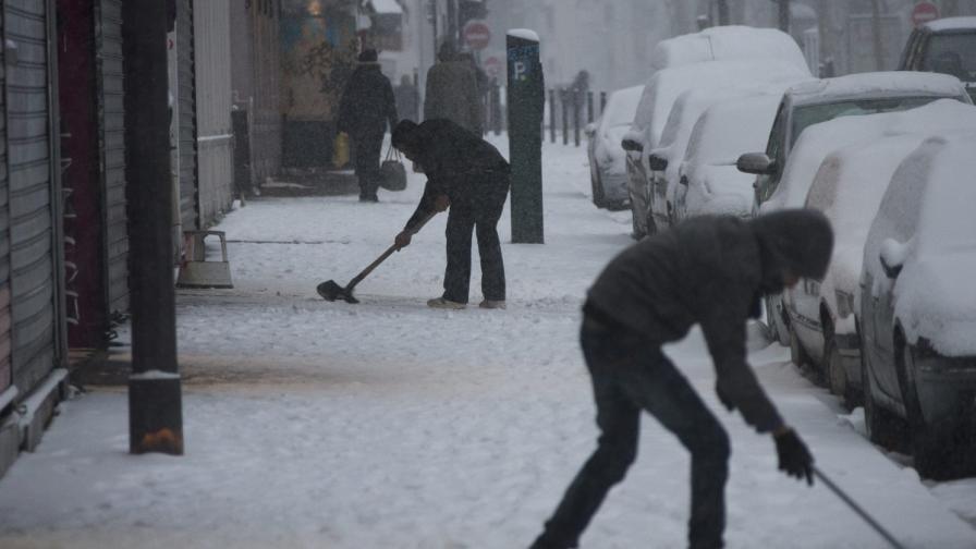 Зимата се завърна във Франция и Белгия