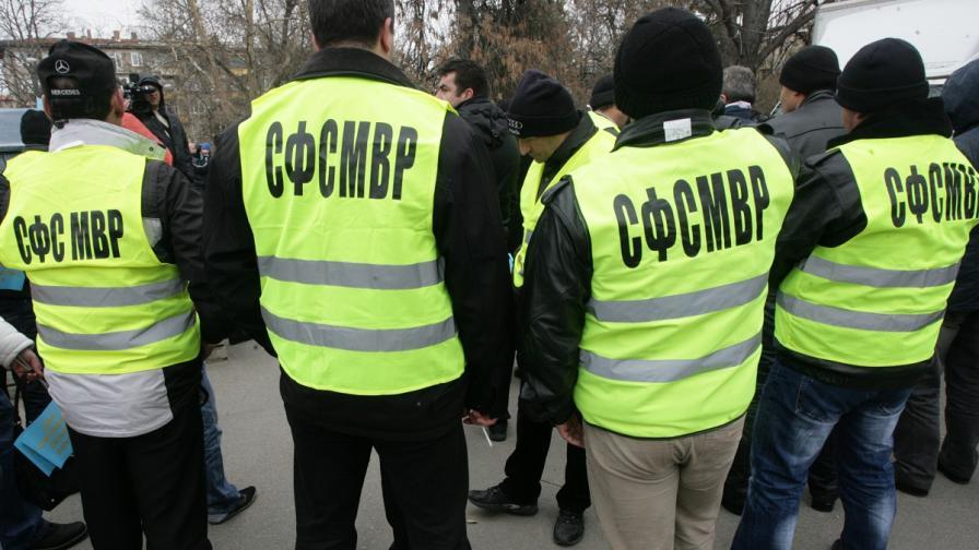 Близо 100 служители на МВР са на открито събрание в столицата