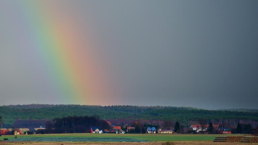 """Учени наблюдаваха светещи """"червени дъги"""" над Европа"""