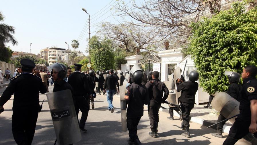 Петима загинаха при сблъсъци в Египет