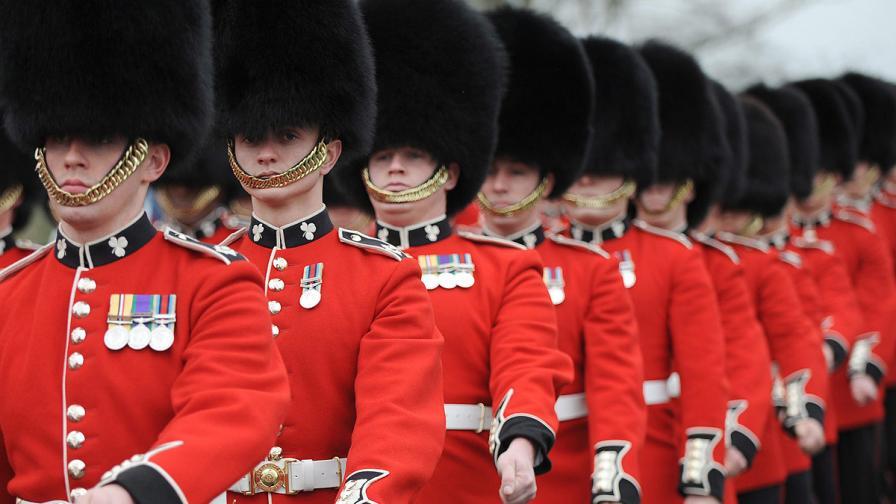 Епидемия от краста сред кралските гвардейци на Елизабет II