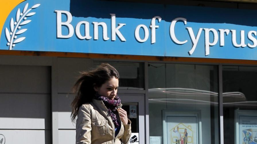 Остава неясно с колко ще орежат големите депозити в Кипър