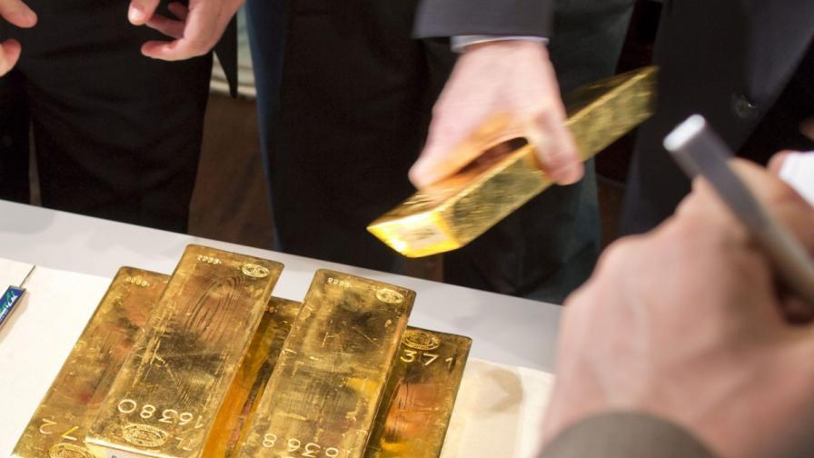 Златото най-евтино от две години насам