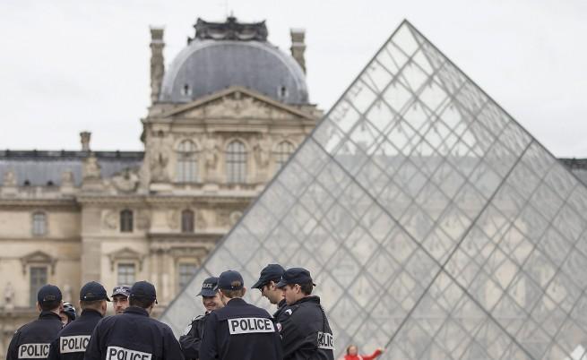 Въоръжена полиция пази Париж от български и румънски джебчии