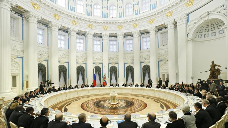 В Русия: Масови депутатски разводи заради имотни декларации