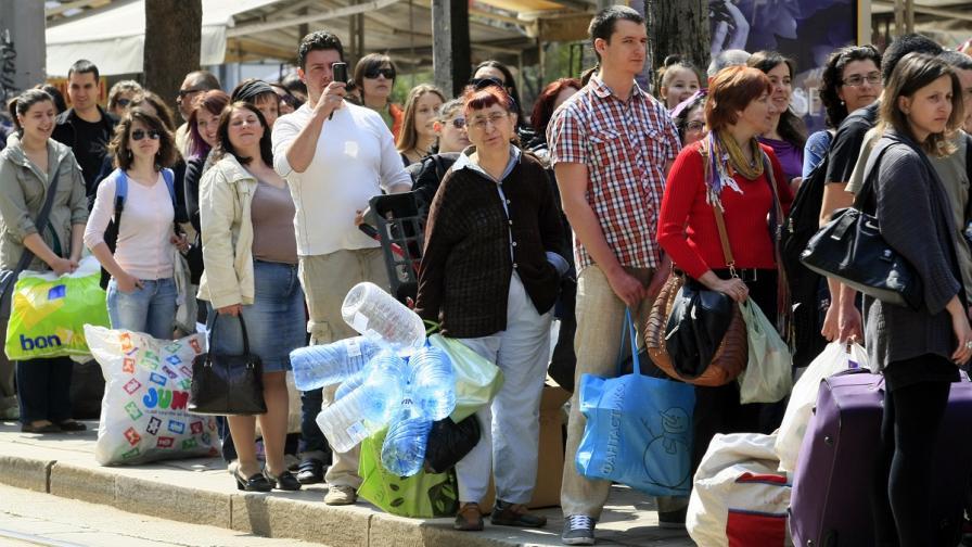 """Над пет тона пластмасови отпадъци събра инициативата """"Книги за смет"""""""
