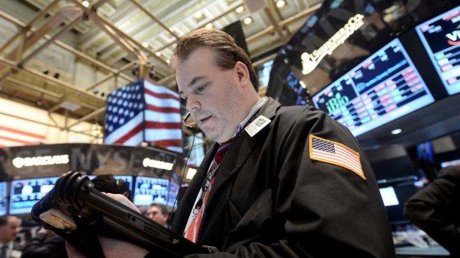 Фалшиво съобщение за атака срещу Белия дом срина щатската фондова борса