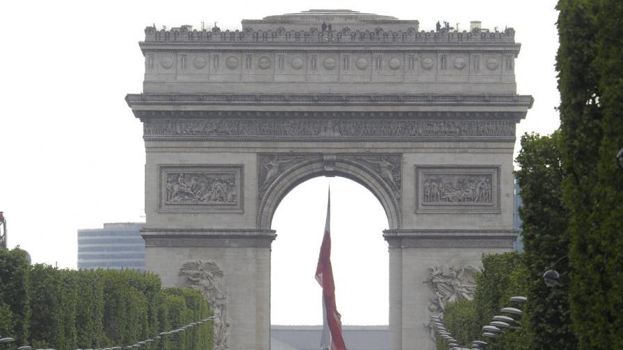 Париж: Евакуация около Триумфалната арка заради фалшива бомбена заплаха
