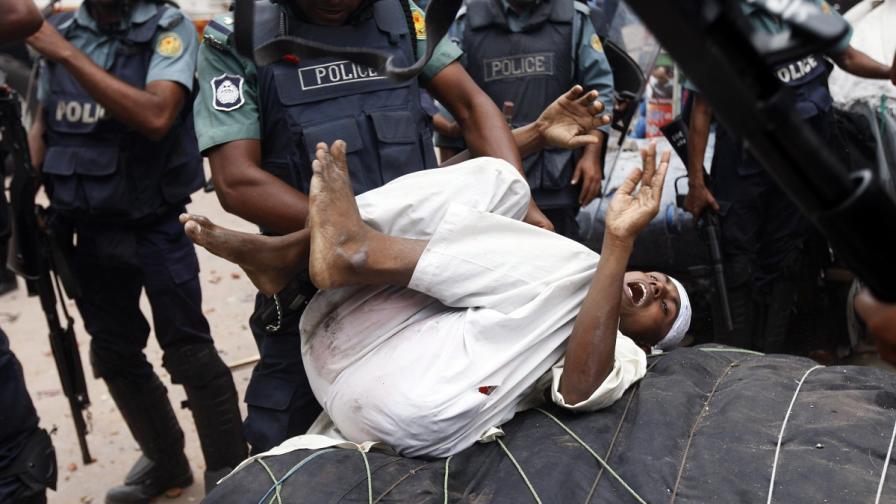 Над 20 души са убити при сблъсъци между полиция и ислямисти в Бангладеш