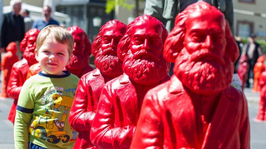 Пиян германец открадна статуя на Карл Маркс