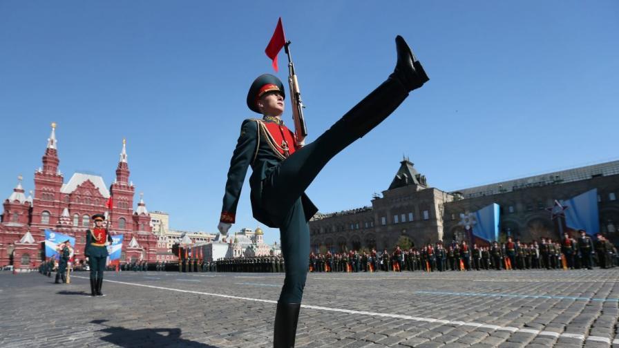 Парадът на Червения площад в Москва