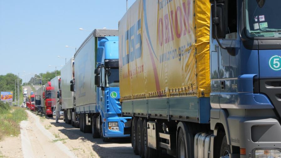 Протест на превозвачи блокира границата при Свиленград