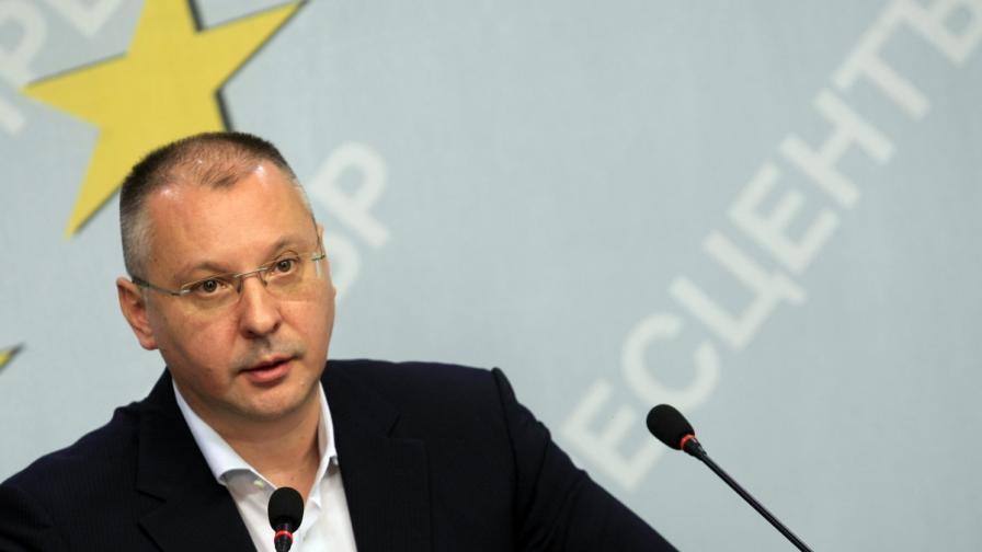 Станишев: Водеща фигура в диалога за кабинет ще е Орешарски