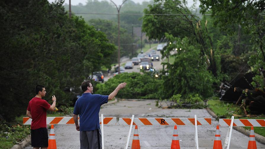 Торнадо отне живота на най-малко шестима в Тексас